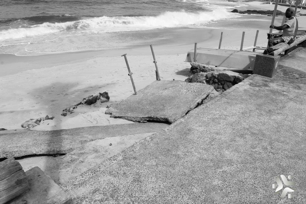 Photo of Governo e Município não se entendem e o trecho da Orla de Amaralina continua abandonado