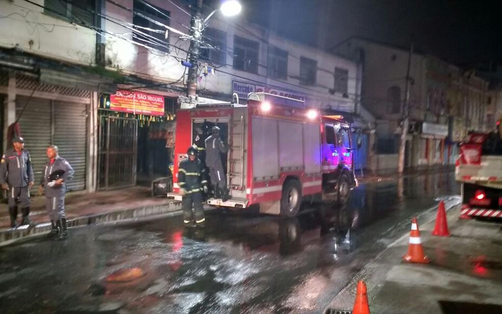 Photo of Box do mercado da Baixa dos Sapateiros pega fogo nesta segunda (4)