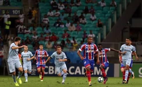 Photo of Bahia vence o Grêmio com gol polêmico na Arena Fonte Nova em Salvador