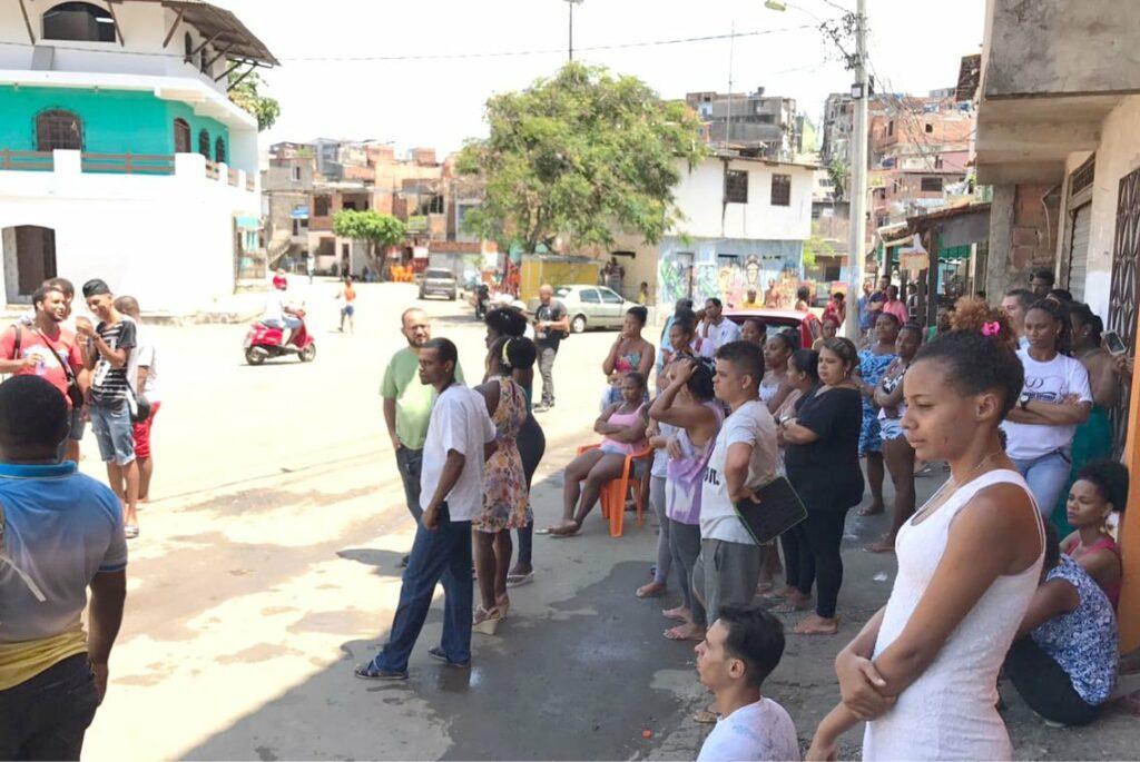 Photo of Manifestação de populares no Nordeste de Amaralina pede paz e fim da violência policial
