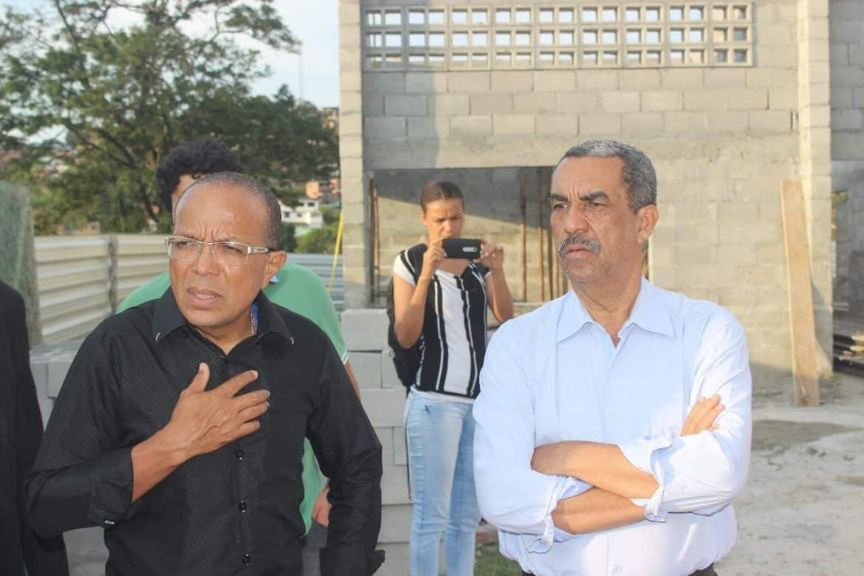 Photo of Secretário Carlos Martins e o Vereador Suíca realizam visita a obras do governo na comunidade da Nova Constituinte em Salvador