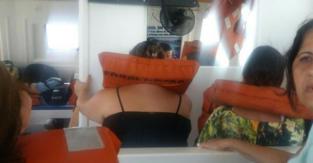 Catamarã que vinha de Morro de São Paulo bate em Baleia