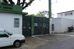 Alunos de escolas municipais no bairro da Santa Cruz ficam sem aulas.