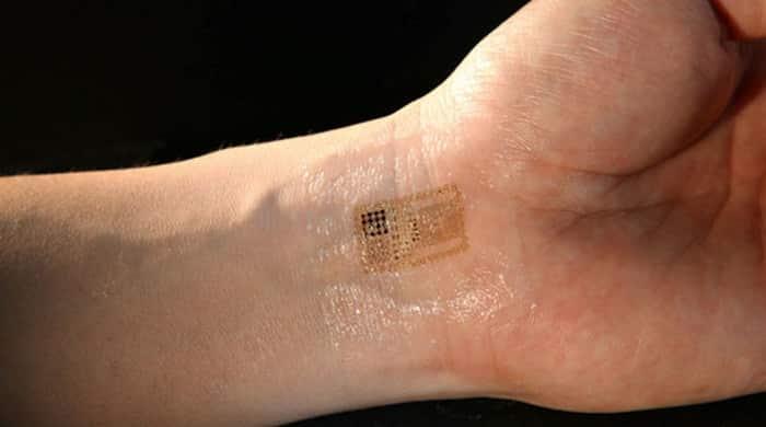 Photo of Polêmico implante de chip em funcionários está chegando ao Brasil