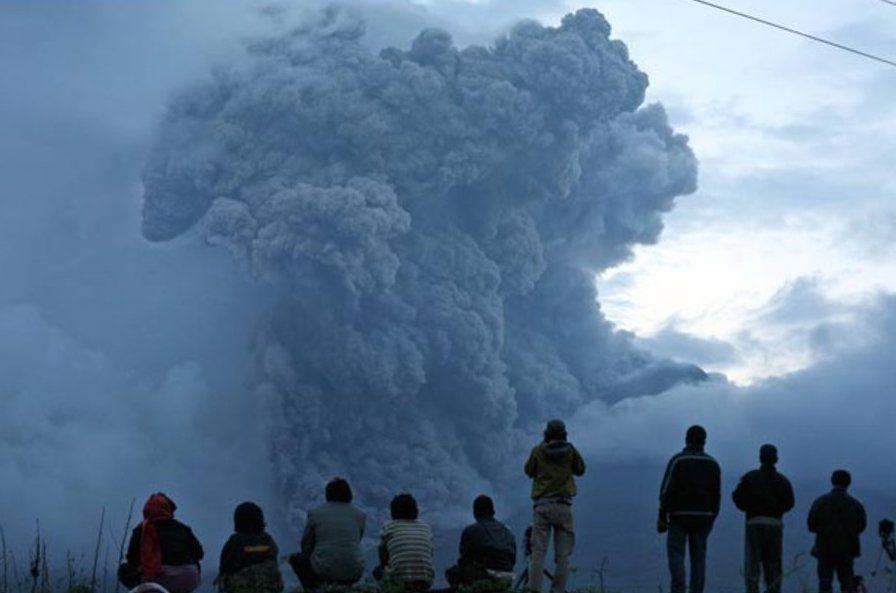 Aeroporto é reaberto em Bali após reduzir risco de erupção em vulcão