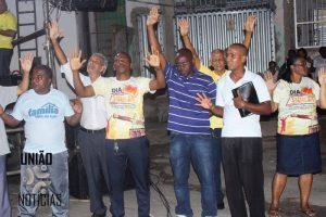 CAMINHADA PELA PAZ Reúne fiéis e moradores nas ruas do bairro da Santa Cruz2