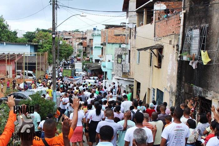 Photo of CAMINHADA PELA PAZ: reúne fiéis e moradores nas ruas do bairro da Santa Cruz