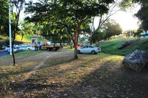 Carro cai em canal da Av Juracy Magalhães sentindo Iguatemi2