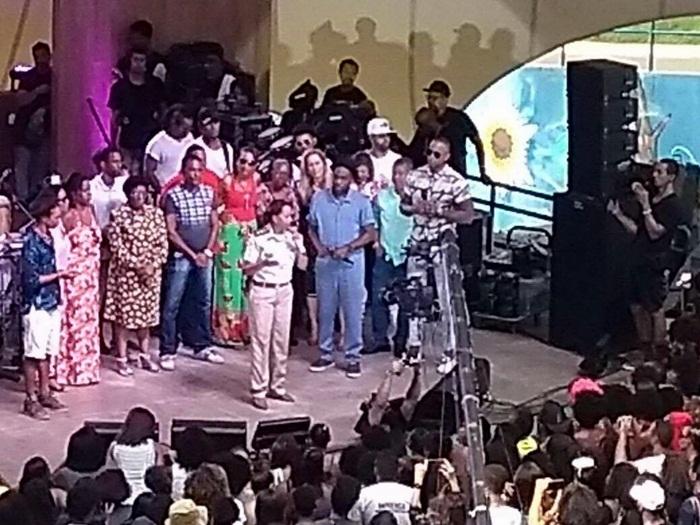 Lázaro Ramos grava cenas do seu mais novo programa, com participação dos moradores do Nordeste de Amaralina