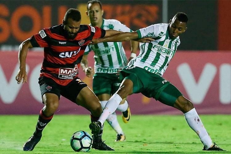 Photo of Vitória bate Palmeiras e quebra jejum no Barradão