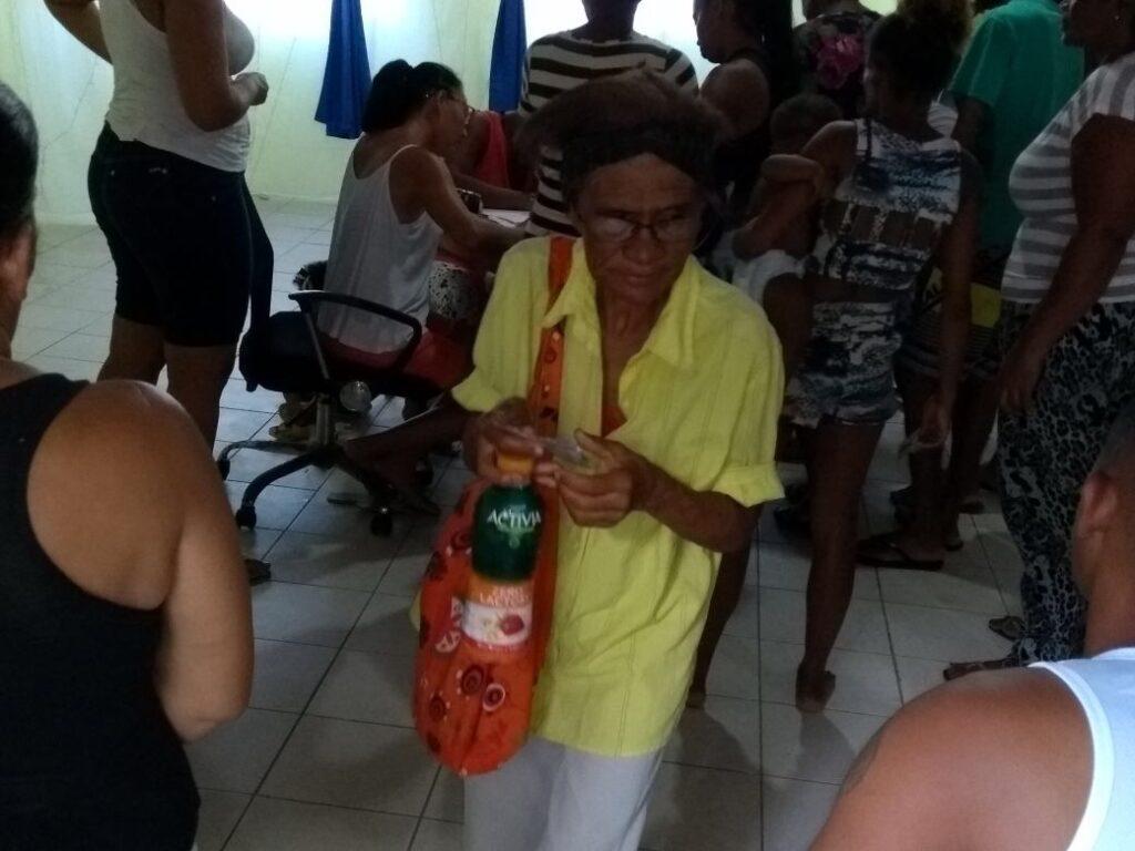 Photo of Moradores da Santa Cruz recebe alimentos do Mesa Brasil