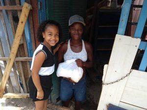 Escola Tia Gil promoveu ação social para moradores do Pé Preto