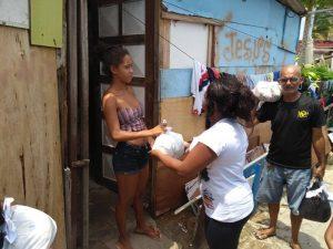 Escola Tia Gil promoveu ação social para moradores do Pé Preto1