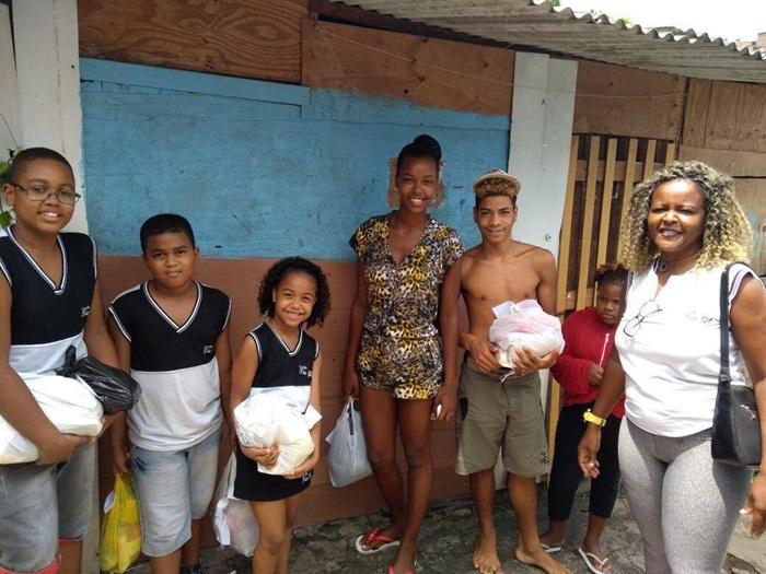 Escola Tia Gil promoveu ação social para moradores do Pé Preto2