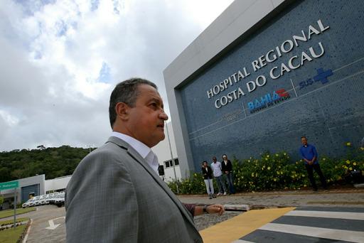 Photo of Rui apresenta Hospital Regional Costa do Cacau à imprensa e prefeitos da região