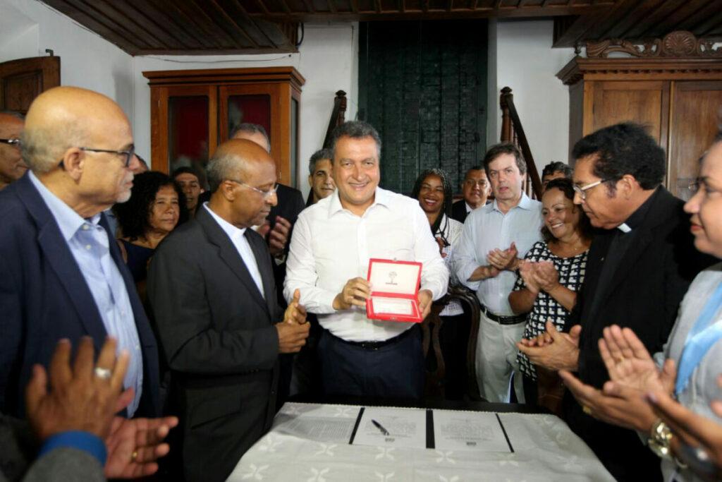 Photo of Governo moderniza igrejas do Senhor do Bonfim e Conceição da Praia