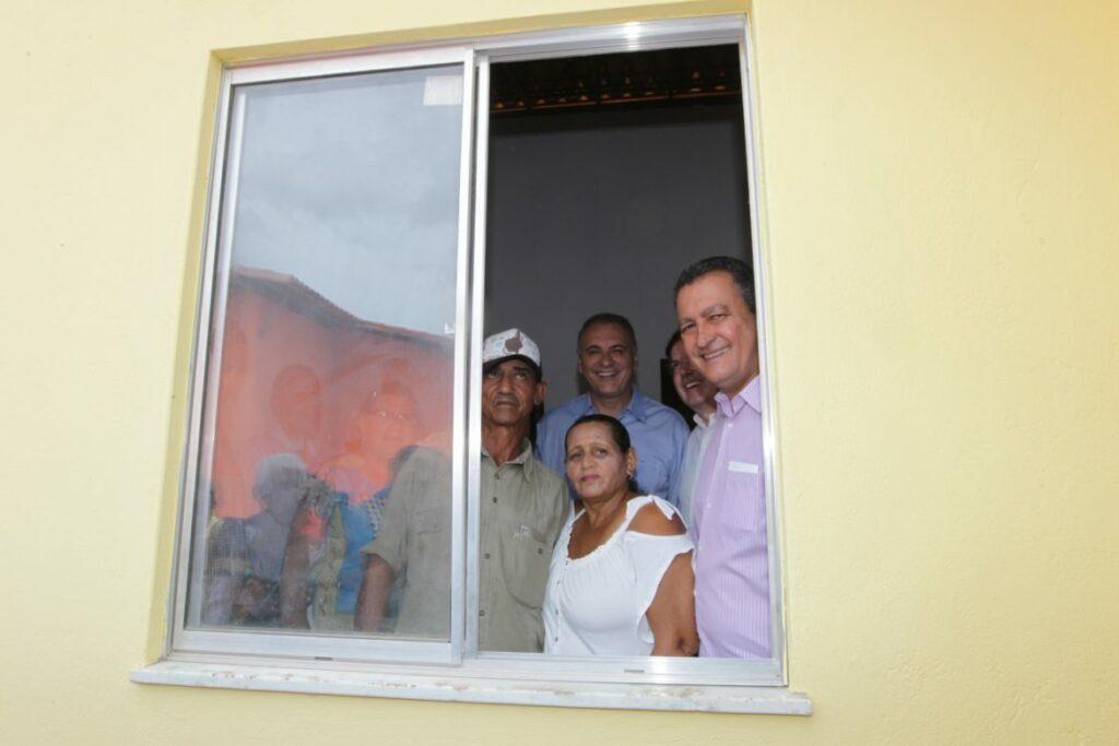 Em Salvador, 137 famílias recebem chaves da casa própria no bairro de Nova Esperança