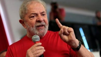 Ex-presidente Lula recebe de volta o seu passaporte