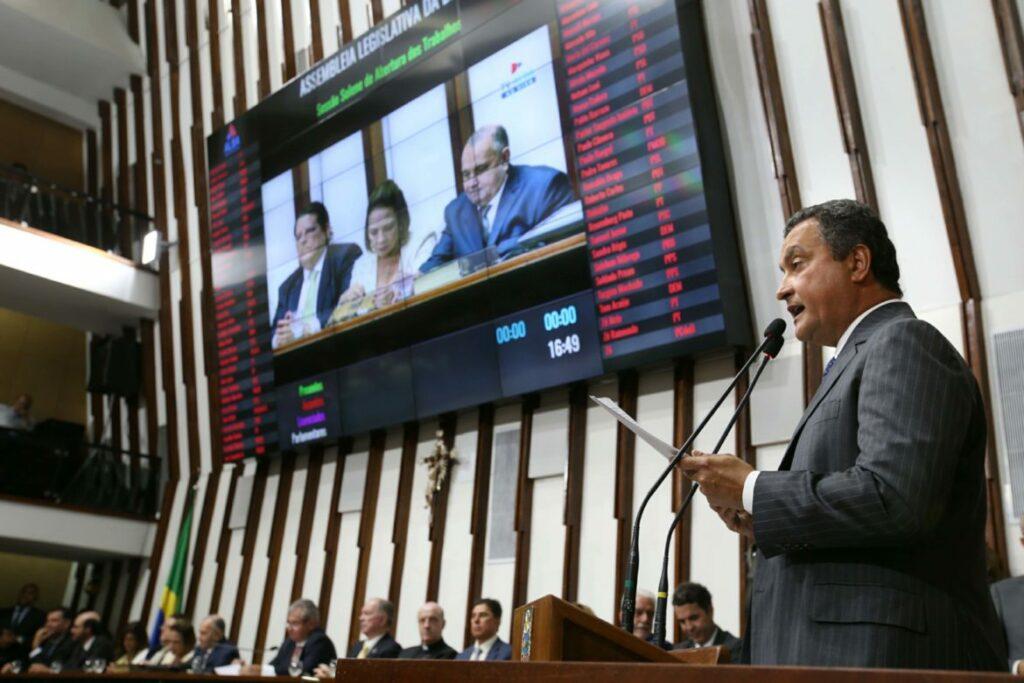 Na Alba, Rui Costa reafirma compromisso com as famílias baianas.