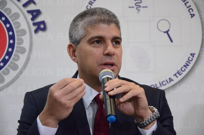 Secretário Maurício Barbosa rebate as duras criticas de Neto