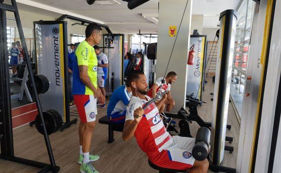 Esporte Clube Bahia após triunfo, parte do elenco trabalha parte física, em Petrolina