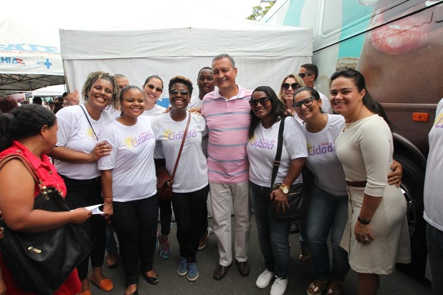 Photo of Governador e primeira-dama visitam Feira Março Mulher