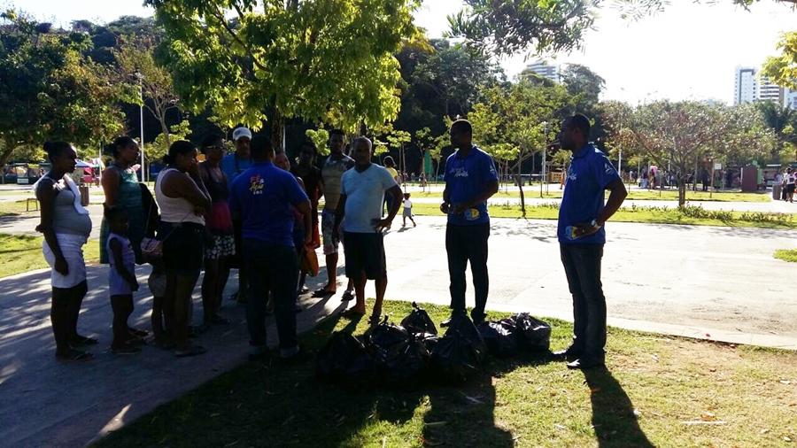 Ministério Jovem da Igreja Adventista de Salvador promove ação social no Parque da Cidade