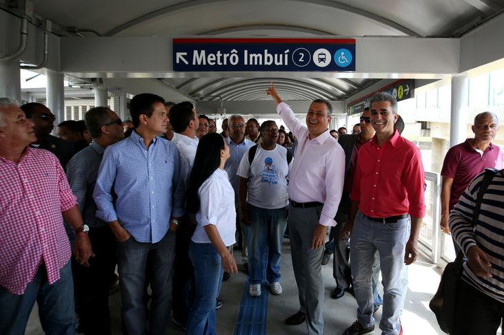 Photo of Rui entrega oficialmente a população a Passarela da Estação Imbuí do metrô
