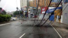Motorista perde o controle do veículo e derruba dois postes em frente a Sub-Prefeitura Bairro do Rio Vermelho3