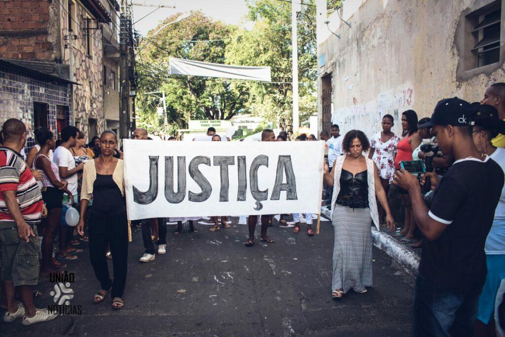 """Photo of Todos por Rita Rosa: Manifestação ganha as ruas da Santa Cruz e clama """"Queremos Justiça"""""""