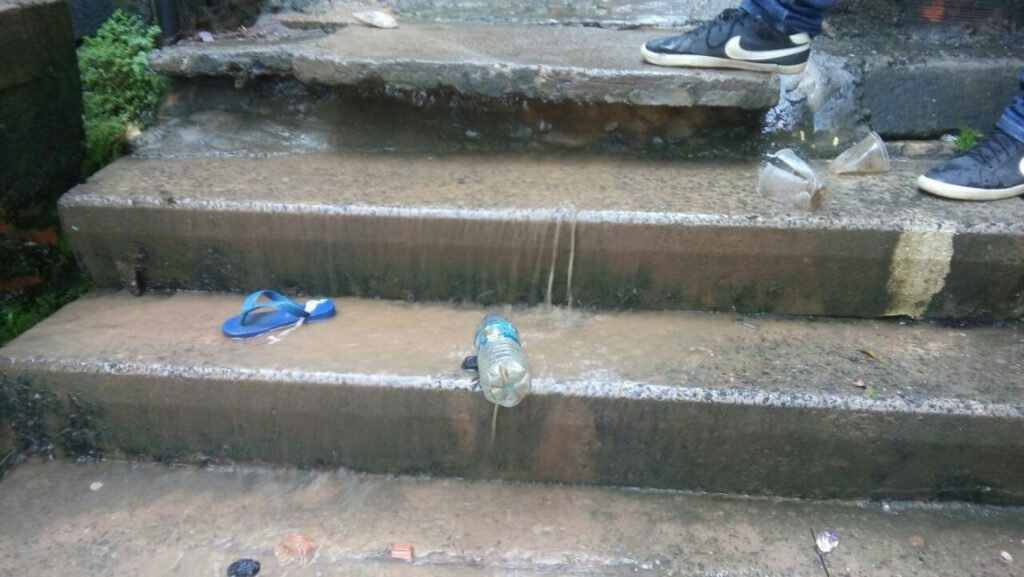 Photo of Moradores reclamam da falta de saneamento em rua da Santa Cruz