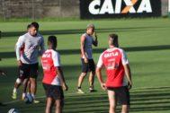 Missão Impossível Vitória encara o Sampaio Corrêa no Barradão por vaga nas semifinais da Copa do Nordeste