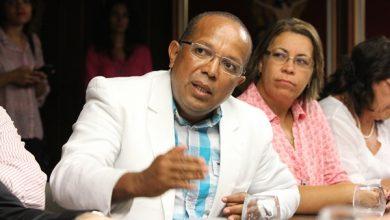 O vereador Suíca e a coordenadora-geral do Sindilimp Ana Angélica - FOTO Ascom (3)