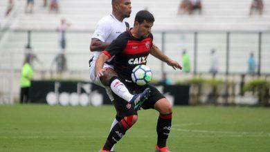 PRESENTE MERECIDO Aguerrido, Vitória supera Vasco no Rio no dia do Aniversário de 119 anos
