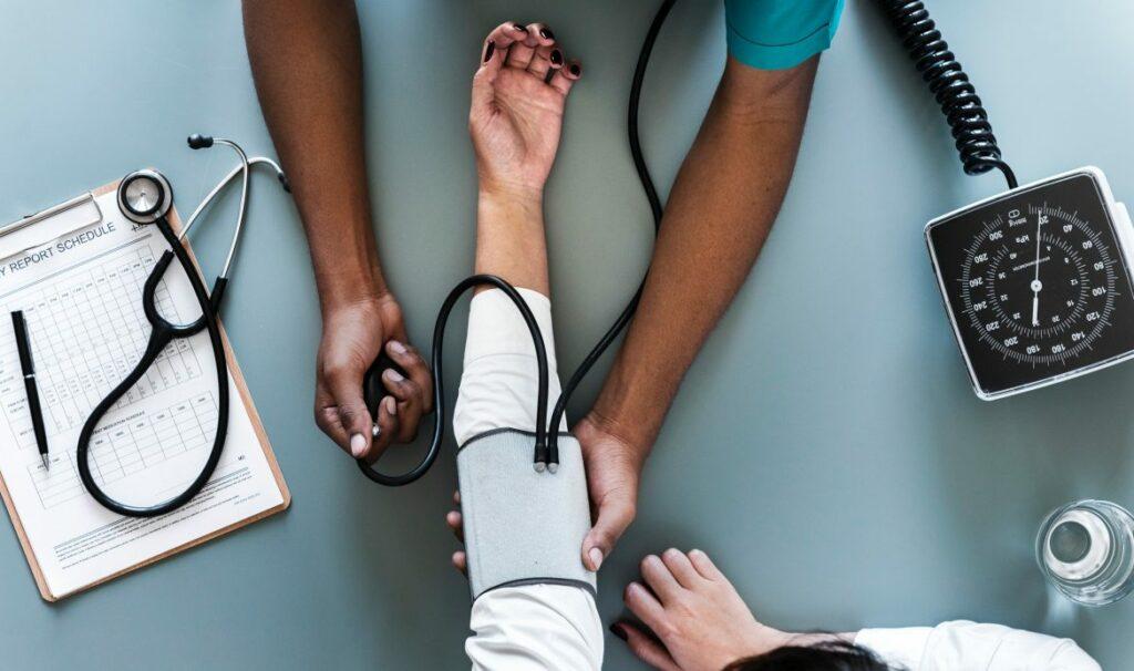 Photo of Com que frequência devemos ir ao médico?