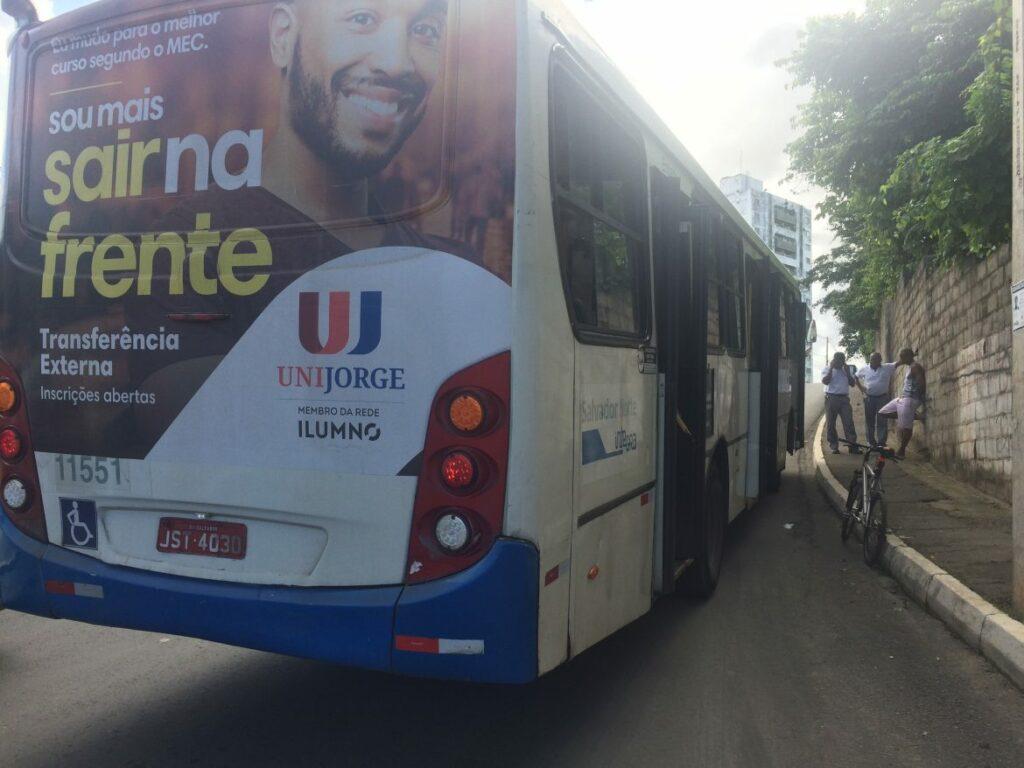 Photo of Ônibus quebra na Ladeira da Santa Cruz