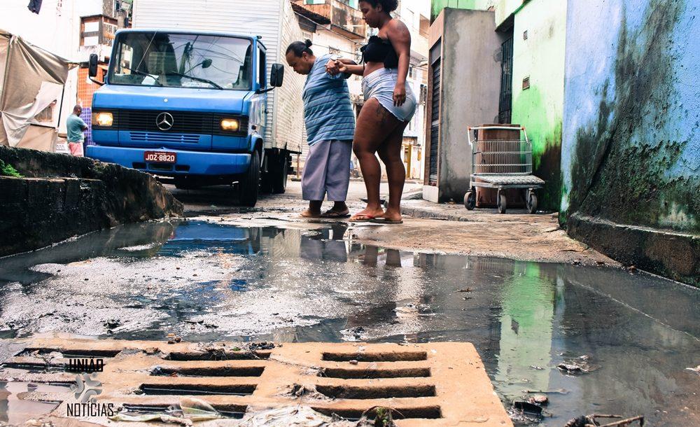 Moradores da Chapada do Rio Vermelho denunciam esgoto a céu aberto