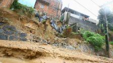 Photo of Chuva provoca deslizamentos de terra em Salvador