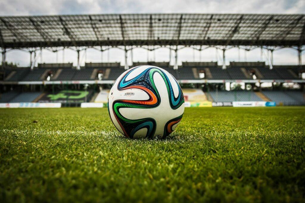 Photo of Paixão nacional, o futebol também é prática de exercícios