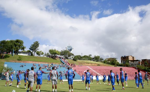 Photo of Enderson relaciona 20 atletas para jogo na Fonte Nova