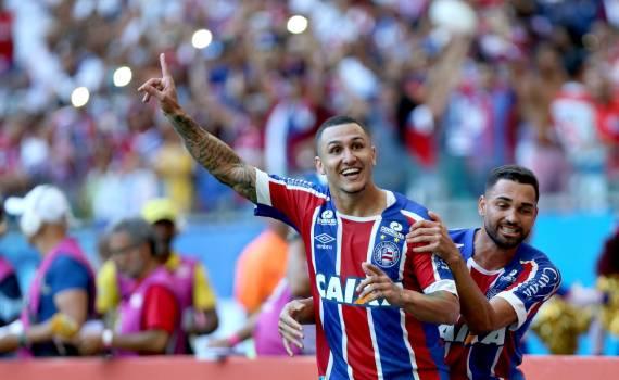 Photo of Com dois gols em cada tempo, Bahia goleia Vitória na Fonte Nova