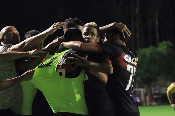 Photo of No sufoco, Vitória vence o Sport e respira