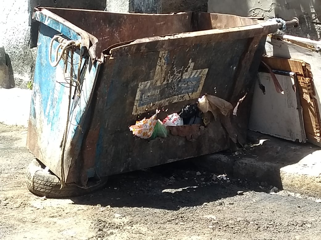 Photo of População do bairro da Santa Cruz conhecida como Rua do Posto solicitam a troca da caixa do lixo