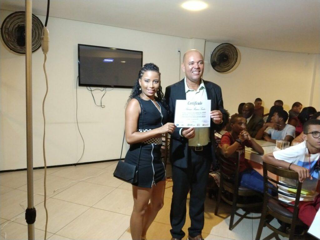 """Photo of Alunos recebem certificado de conclusão do curso de informática pelo projeto """"Comunidade Digital"""""""