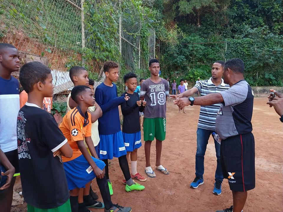 Photo of Jovens jogadores de futebol passam por avaliação de caça-talentos do Vitória  em Santa Cruz