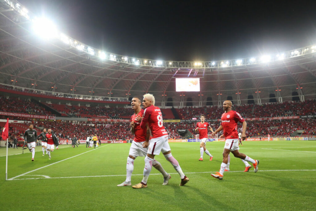 Photo of Campeonato Brasileiro tem novo líder após jogos de quarta-feira