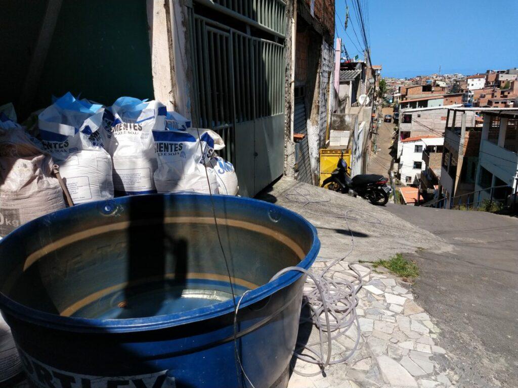 Photo of Moradores reclamam de falta de água há mais de 1 meses no bairro da Chapada do Rio Vermelho, em Salvador