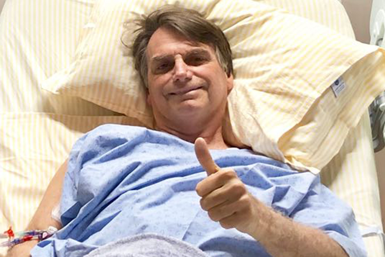 Photo of Bolsonaro deixa o Hospital Albert Einstein