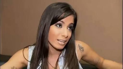 Photo of 'Não voto em candidato machista, homofóbico e racista', dispara Anitta