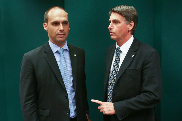 Photo of TÁ FUGINDO? STF tenta intimar filho de Bolsonaro, mas não consegue localizá-lo há 23 dias